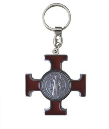 Metalowy brelok z krzyżem Benedyktyńskim z wypełnieniem w kolorze brązowym